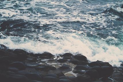 rocky-shore-336614_960_720